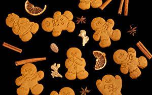 Fotos Neujahr Kekse Zimt Sternanis Schwarzer Hintergrund Design das Essen