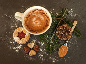 Fotos Neujahr Kekse Kaffee Cappuccino Schokolade Tasse Ast Zapfen Löffel Herz