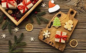 Bilder Neujahr Kekse Geschenke Schachtel Schleife Ast Schneeflocken Schneidebrett