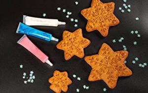 Hintergrundbilder Neujahr Kekse Grauer Hintergrund Schneeflocken Lebensmittel