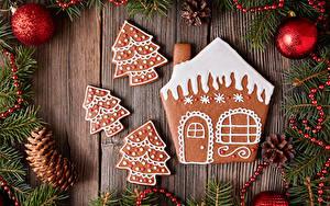 Fotos Neujahr Kekse Gebäude Bretter Ast Zapfen Kugeln Design Tannenbaum Lebensmittel