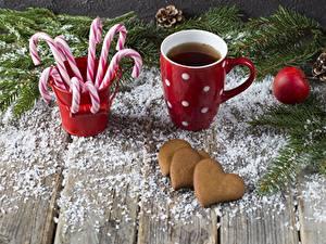 Hintergrundbilder Neujahr Kekse Dauerlutscher Becher Herz Bretter Lebensmittel