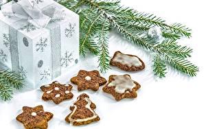 Hintergrundbilder Neujahr Kekse Backware Weißer hintergrund Ast Geschenke
