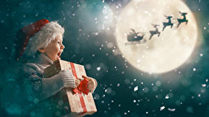 Hintergrundbilder Neujahr Hirsche Mond Schlitten Kleine Mädchen Mütze Geschenke Glücklich kind