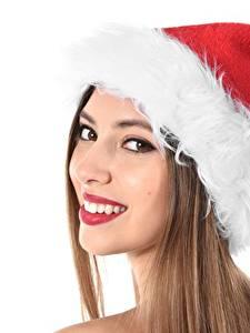 Bilder Neujahr Gesicht Braune Haare Blick Lächeln Mütze Weißer hintergrund Mädchens
