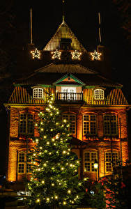 Fotos Neujahr Deutschland Gebäude Nacht Weihnachtsbaum Lichterkette Straßenlaterne Kleine Sterne Cuxhaven Saxony