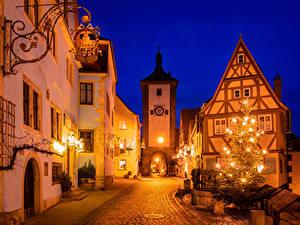 Fotos Neujahr Deutschland Gebäude Bayern Stadtstraße Weihnachtsbaum Straßenlaterne Nacht Rothenburg ob der Tauber