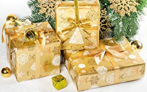 Hintergrundbilder Neujahr Geschenke Schleife Schneeflocken Kugeln Ast
