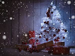 Hintergrundbilder Neujahr Feiertage Christbaum Geschenke Kugeln