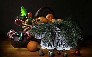 Bilder Neujahr Mandarine Nussfrüchte Süßware Weidenkorb Ast Kugeln Lebensmittel