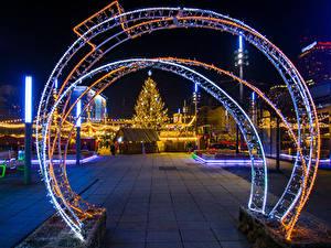 Fotos Neujahr Polen Gebäude Abend Weihnachtsbaum Lichterkette Stadtstraße Katowice