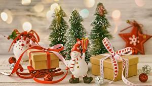 Bilder Neujahr Schlitten Geschenke Kleine Sterne Schneemänner Schachtel
