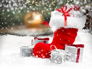 Fotos Neujahr Schnee Bokeh Stiefel Geschenke Schleife