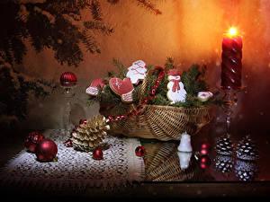 Hintergrundbilder Neujahr Stillleben Kerzen Kekse Weidenkorb Ast Zapfen Design Schneemänner Kugeln das Essen