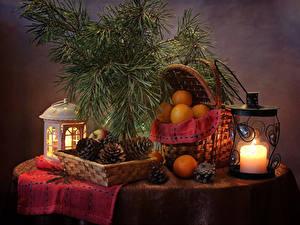 Hintergrundbilder Neujahr Stillleben Kerzen Mandarine Ast Zapfen Weidenkorb Laterne Lebensmittel
