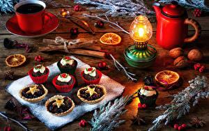 Hintergrundbilder Neujahr Stillleben Pfeifkessel Kaffee Kerzen Törtchen Zimt Schalenobst Bretter Tasse Ast das Essen