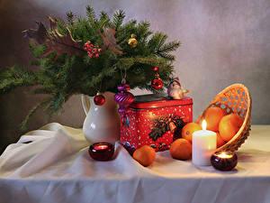Bilder Neujahr Stillleben Mandarine Kerzen Vase Ast Kugeln Lebensmittel