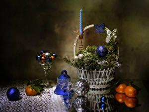 Bilder Neujahr Stillleben Mandarine Bonbon Weidenkorb Ast Kugeln Glocke Lebensmittel