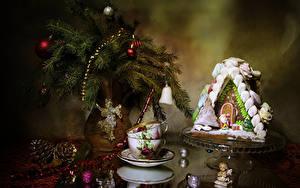 Bilder Neujahr Stillleben Backware Haus Vase Ast Kugeln Zapfen Tasse Design Lebensmittel