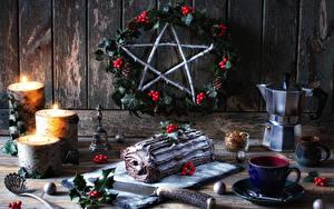 Hintergrundbilder Neujahr Stillleben Roulade Kerzen Beere Flötenkessel Bretter Tasse