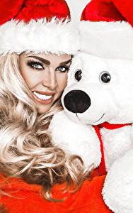 Bilder Neujahr Teddybär Weißer hintergrund Blondine Mütze Blick Mädchens