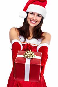 Fotos Neujahr Weißer hintergrund Unscharfer Hintergrund Mütze Lächeln Hand Handschuh Geschenke junge frau