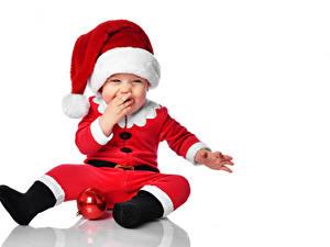 Fotos Neujahr Weißer hintergrund Baby Uniform Mütze Freude Kugeln Vorlage Grußkarte kind