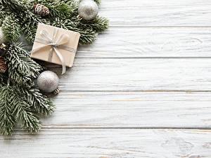 Hintergrundbilder Neujahr Bretter Ast Kugeln Zapfen Schachtel Vorlage Grußkarte
