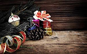 Fotos Neujahr Bretter Ast Zapfen Geschenke Band Schleife