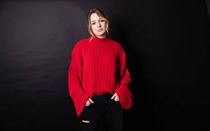 Hintergrundbilder Sweatshirt Blick Schwarzer Hintergrund Claudie Michaud-Couture Mädchens