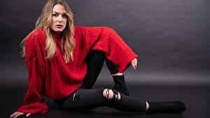 Hintergrundbilder Sitzt Sweatshirt Jeans Blick Claudie Michaud Mädchens