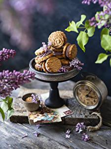 Hintergrundbilder Uhr Syringa Backware Kekse Bretter Blütenblätter das Essen