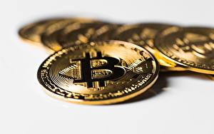 Fotos Großansicht Münze Geld Bitcoin Bokeh Gold Farbe