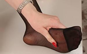 Bilder Hautnah Finger Hand Bein Strumpfhose junge frau