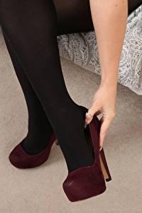Papel de Parede Desktop De perto Pernas Calçados Meia-calça mulheres jovens
