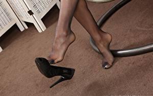 Bilder Nahaufnahme Bein High Heels Strumpfhose Mädchens