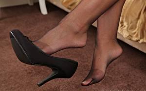 Tapety na pulpit Zbliżenie Nogi Buty na obcasie Rajstopy dziewczyna