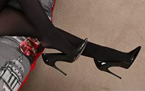 Tapety na pulpit Z bliska Nogi Buty na obcasie Rajstopy dziewczyna