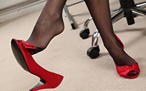 Tapety na pulpit Z bliska Nogi Buty na obcasie Rajstopy Dziewczyny