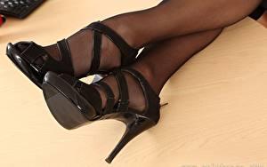 Bilder Großansicht Bein High Heels Strumpfhose junge frau