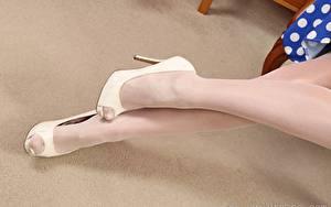 Fotos Großansicht Bein High Heels Strumpfhose junge frau