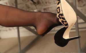 Fondos de escritorio De cerca Pierna Zapatos de tacón Pantimedias Bokeh Chicas