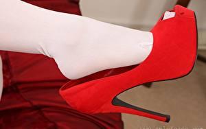 Bilder Nahaufnahme Bein High Heels Strumpfhose Rot junge frau