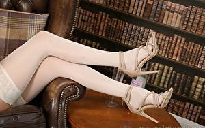 Desktop hintergrundbilder Großansicht Bein Stöckelschuh Nylonstrumpf junge frau