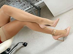 Fotos Großansicht Bein Stöckelschuh Nylonstrumpf Mädchens