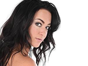 Desktop hintergrundbilder Hautnah Brünette Blick Haar Weißer hintergrund Zuzu Sweet Mädchens