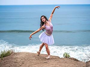 Bilder Küste Pose Ballett Hand junge Frauen