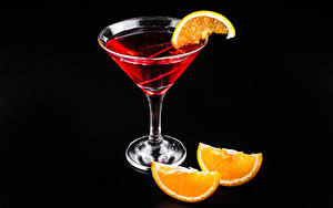 Fotos Cocktail Alkoholische Getränke Apfelsine Schwarzer Hintergrund Weinglas Lebensmittel