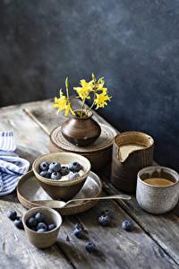 Fotos Kaffee Cappuccino Heidelbeeren Bretter Becher Vase Ast Lebensmittel