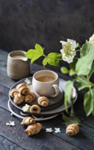 Bilder Kaffee Cappuccino Croissant Bretter Tasse Ast Lebensmittel